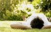 Ruhe und Gelassenheit im Alltag finden - gar nicht so einfach! Hier bekommst du fünf Tipps, die dir auf deinem Weg dorthin sofort weiterhelfen!